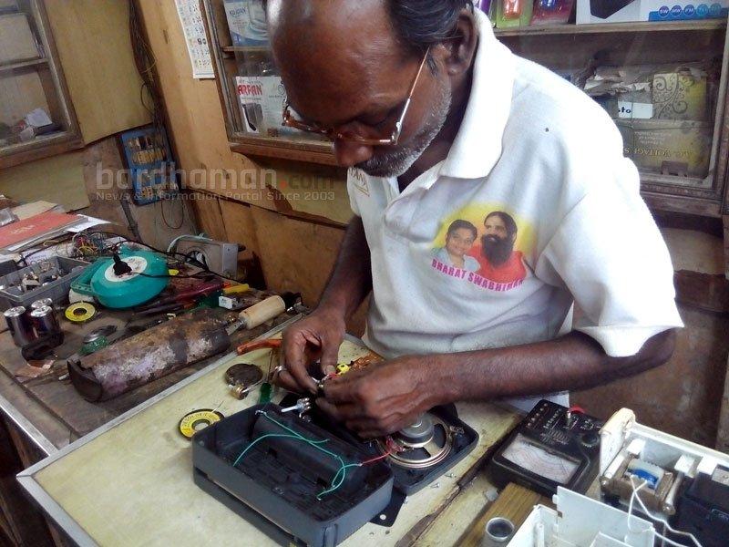 radio-repairing-technician